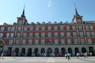 Madrid's Plaza Mayor blows out its 400 candles