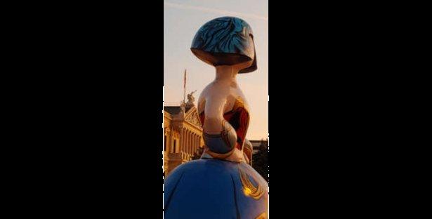 JCMM. Menina Wonder Woman Plaza de Colón