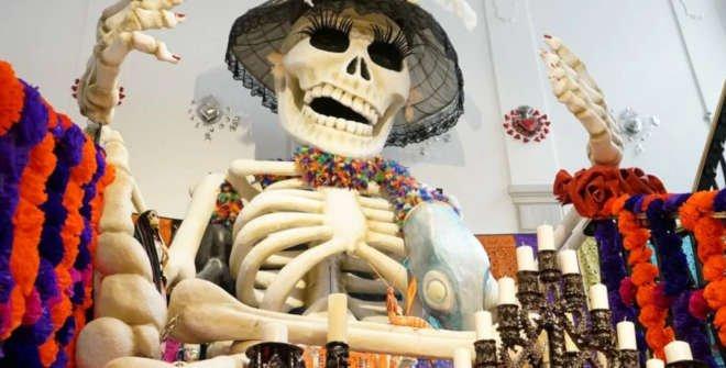 MEGA altar de muertos de Casa de México en Madrid, España