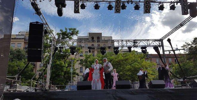 Actuación chulap@s en las Fiestas de la Paloma 2016