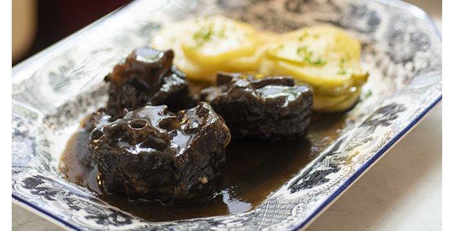 Rabo de toro estofado del restaurante Patio de Leones de Madrid