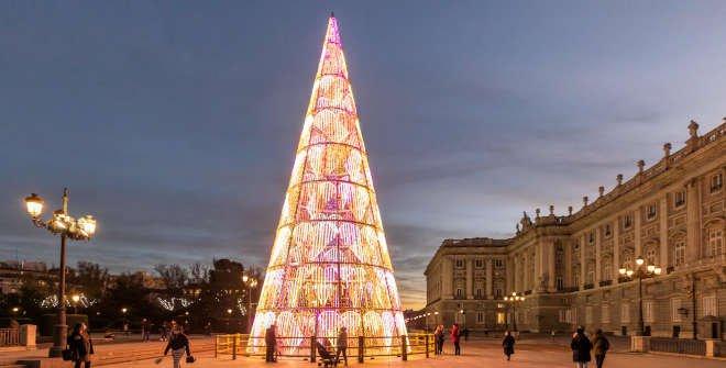 Árbol de Navidad 2020 delante del Palacio Real © Álvaro López del Cerro