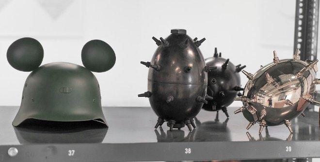 Bomba biótica l, ll y lll, 2015. Bene Bergado. 24,5x20x20 cm. cada Bomba