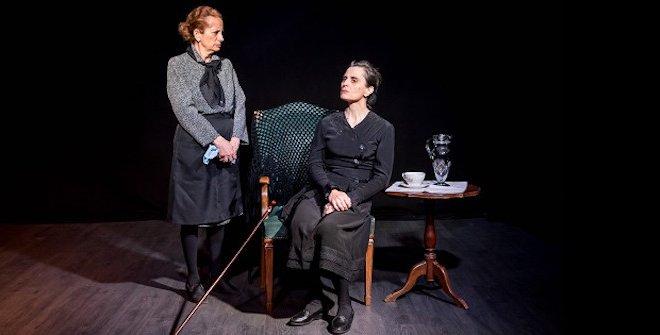 Bernarda y Poncia (silencio, nadie diga nada). Pilar Civera y Pilar Ávila.