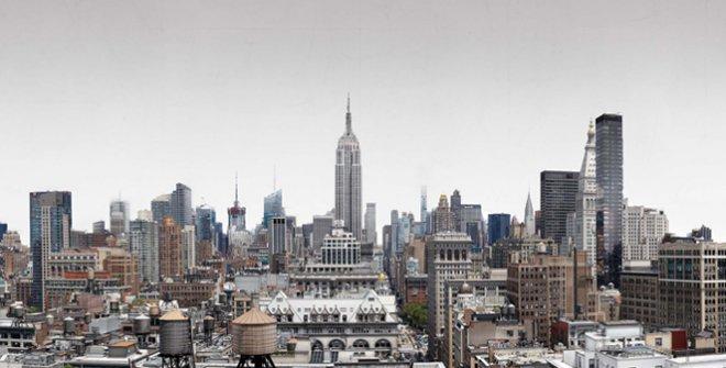 "Cesar Galicia ""Paisajede Manhattan"", 2016-2020.Mixed media sobre Gesso y panel de aluminio, 113 x 280 cm"