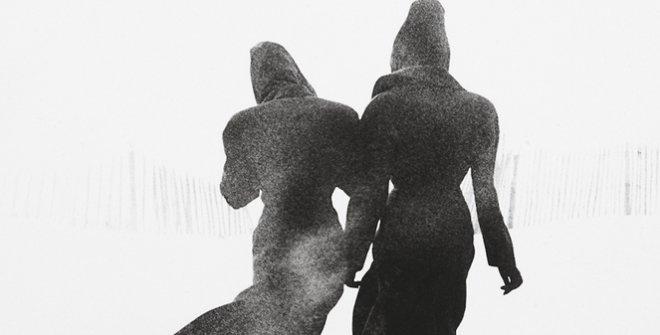 Peter Lindbergh. Le Touquet, Linda Spiering and TatjanaPalitz, 1987©Peter Lindbergh
