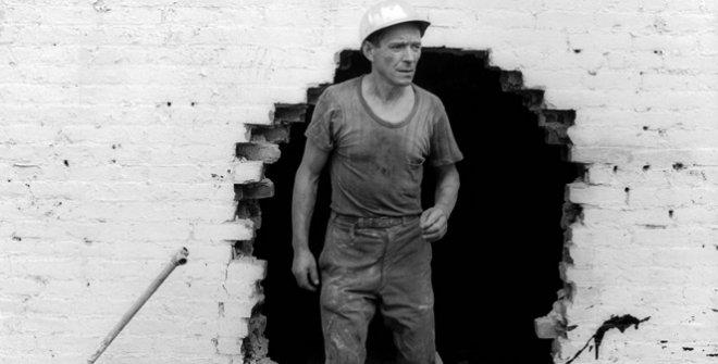 Danny Lyon. Operario de demolición. 1967 © Danny Lyon / Magnum Photos