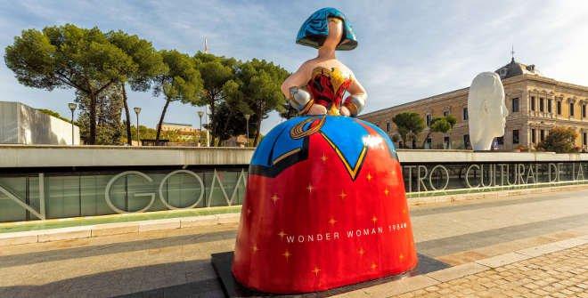 Menina Wonder Woman en Plaza de Colón. © Álvaro López del Cerro. Madrid Destino
