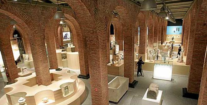 Centro de exposiciones arte canal for Oficinas canal isabel ii madrid