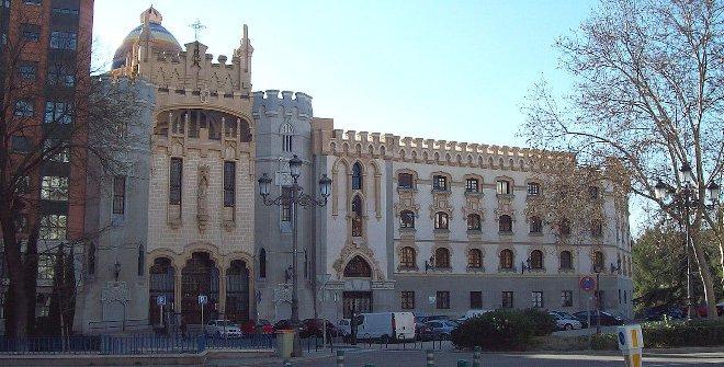 Iglesia de Santa Teresa de Jesús y San José (CC BY SA 3.0, Wikipedia, Luis García (Zaqarbal))