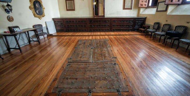 Iglesia de las Trinitarias. Acceso a la cripta donde estaban enterrado los restos de Miguel de Cervantes