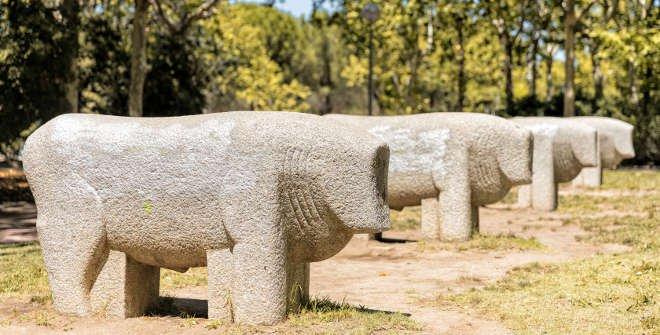 Parque de Moratalaz. Toros de Guisando