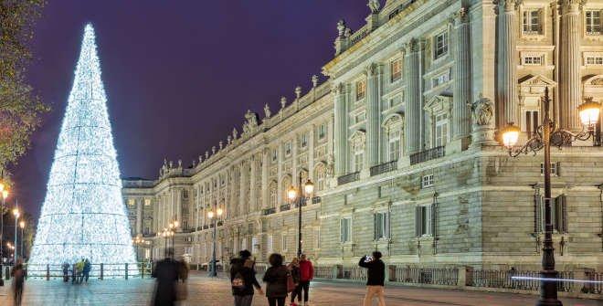 Árbol de Navidad delante del Palacio Real. Navidad 2019-2020