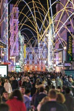 Luces de Navidad 2018-2019. Calle Preciados (vertical)