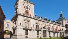 Visita Historias, anécdotas y vida cotidiana en el antiguo Madrid. Plaza de la Villa.