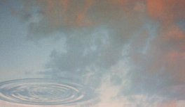 El lago hierve, las olas mugen