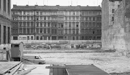 Michael Schmidt,Sin título, Berlin nach 45[Berlín tras el 45, 1980]. © Foundation for Photography and Media Art with the Michael Schmidt Archive