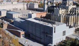 Vista aérea del Museo de las Colecciones Reales con el Palacio Real a su izquierda y la Catedral de la Almudena detrás © FCC