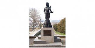 Estatua de La Violetera, en el Jardín de las Vistillas