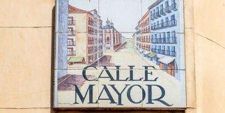 Placa de cerámica de la calle Mayor de Madrid