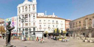Visita El Barrio de las Letras: Historias y leyendas del Parnaso madrileño. Plaza de Santa Ana (estatua Federico García Lorca y Teatro Español)