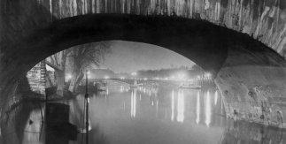 Brassaï  Vista desde el Pont Royal hacia el Pont Solférino, 1933
