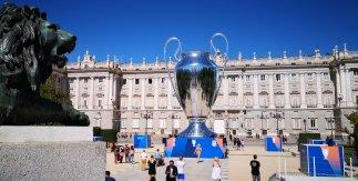 Copa de Europa delante del Palacio Real