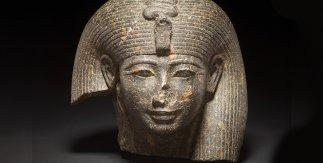 Cabeza de reinao diosa, granito, XVIII dinastía, c. 1400-1390 aC, posiblemente de Sais (Egipto)©Trusteesof the British Museum