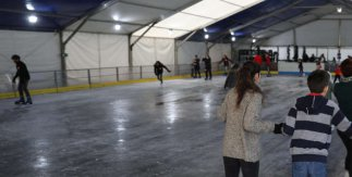 Pista de hielo Madrid Río Puente del Rey Navidad 2019