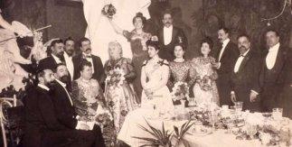 Emilia Pardo Bazán en un banquete. Biblioteca Digital Memoria de Madrid.